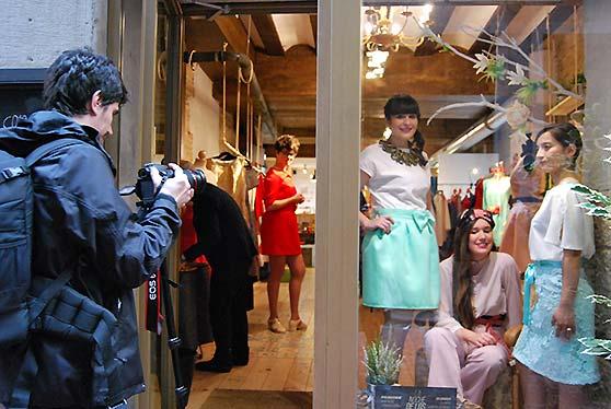 Presentación de la colección de primavera de Ana Hernández en Träd Market durante la última Noche de los Tenderos Creativos