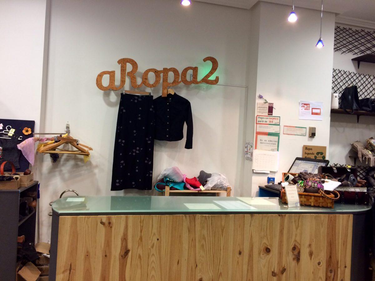 aRopa2, la tienda verde al final del contenedor naranja
