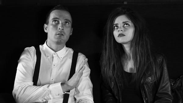 Los actores Eduardo Paradera y Adriana García, en un fotograma de 'Framing'