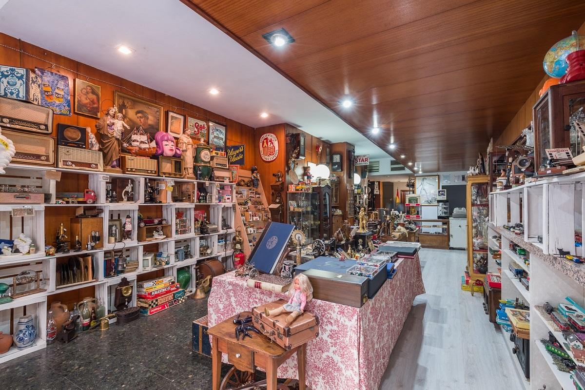 Retrocolecci n una ecl ctica tienda de antig edades diferente - Decoracion con antiguedades ...