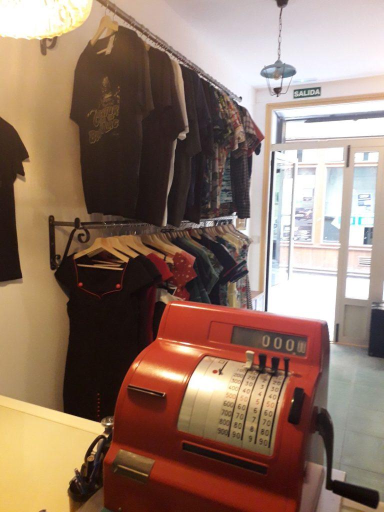 La primera boutique de moda, El tupé asesino.