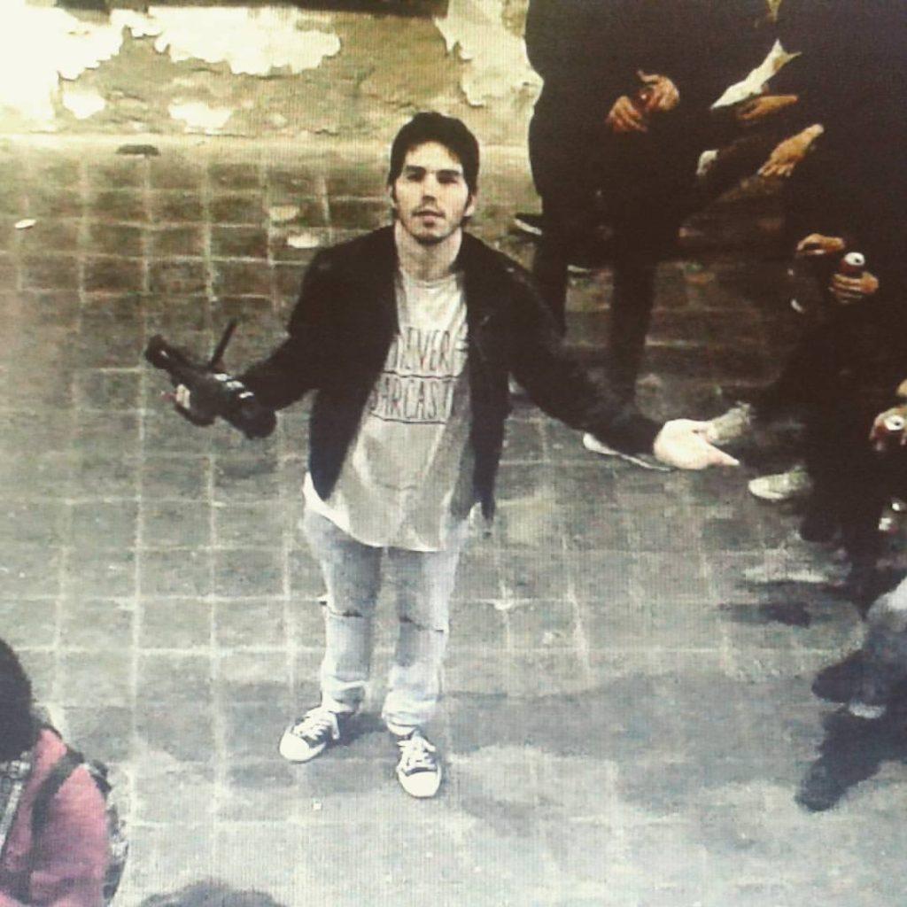 El zaragozano Carlos Ena, filmado durante la grabación del documental 'Cabina relax'