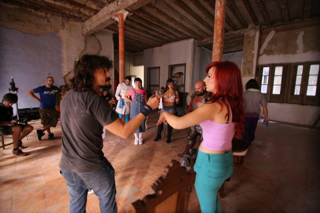 Natalia Gomara, con Santi Gracia en un momento del rodaje de 'La marca'