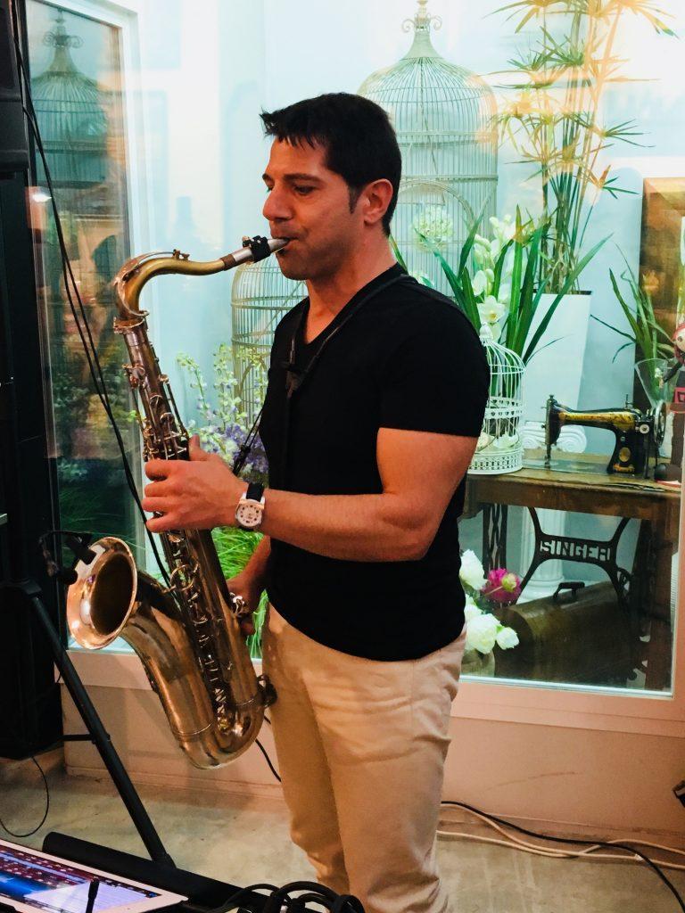 Saxofonista en Floristeria Galvez