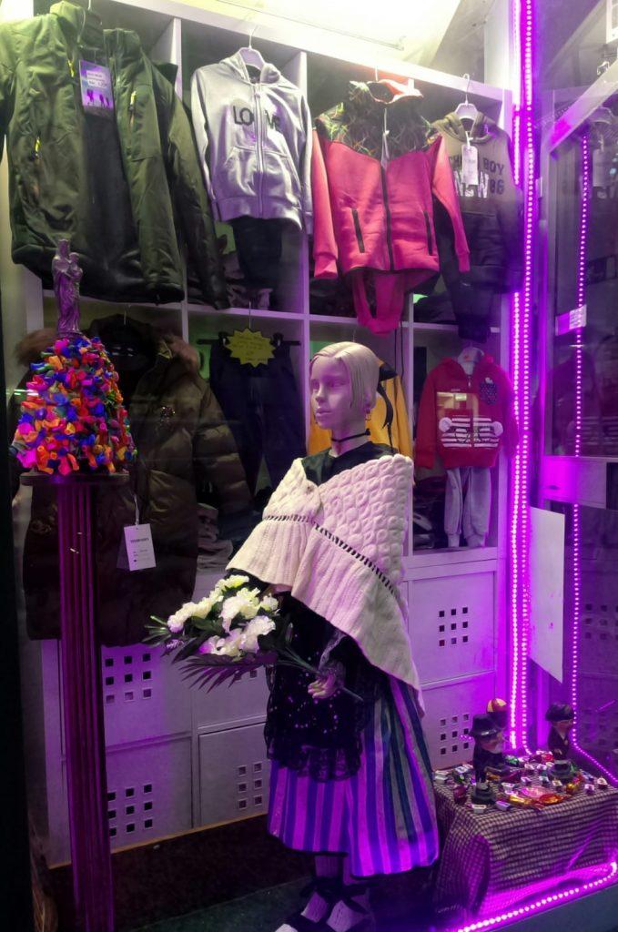 El escaparate de Pingoleta Urban (Salvador Minguijón, 24)