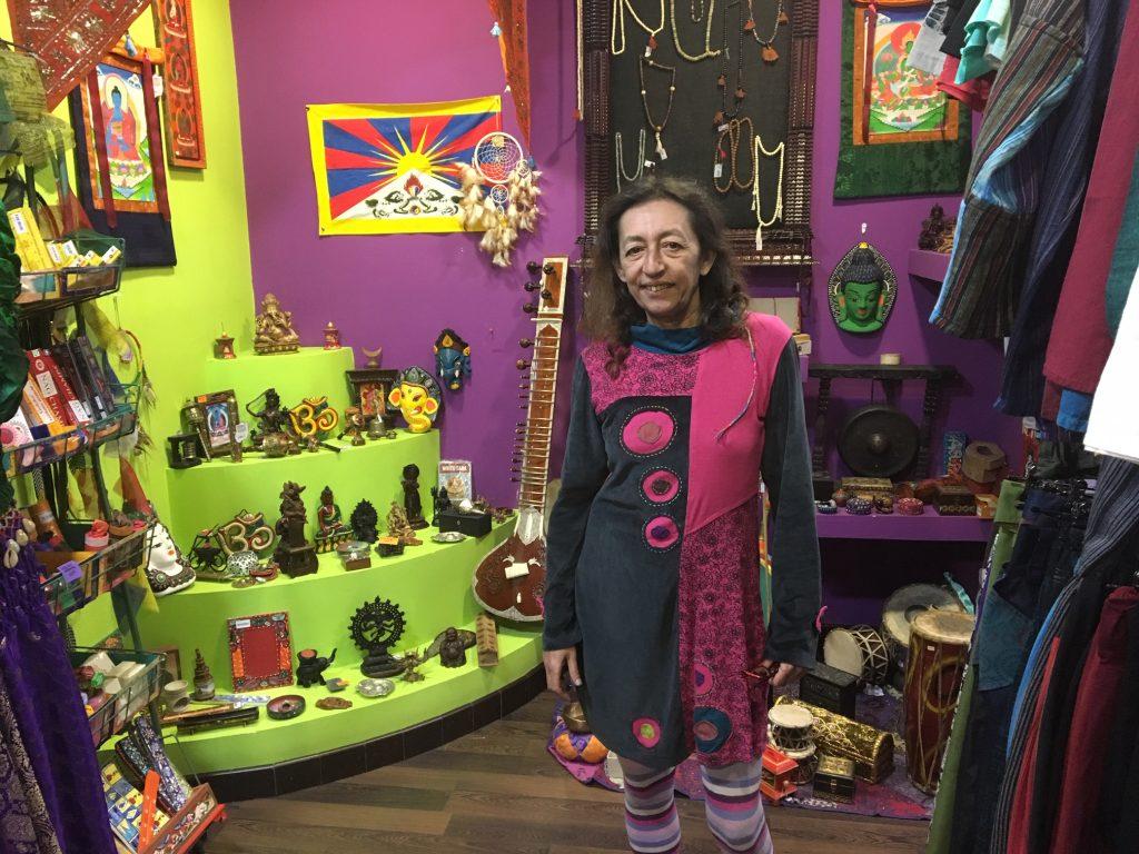 Geli, de Uyuni, tienda de ropa y complementos y artículos tibetanos