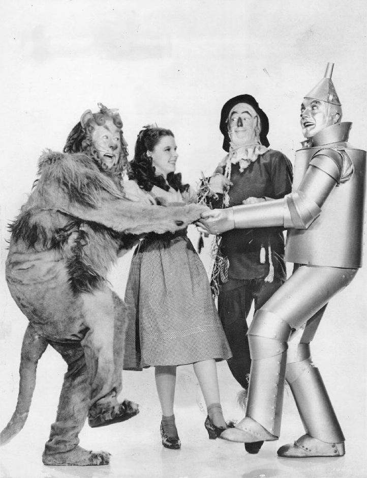 """Para las Redes Sociales necesitas corazón, cerebro, el coraje y actitud """"Dorothy"""""""
