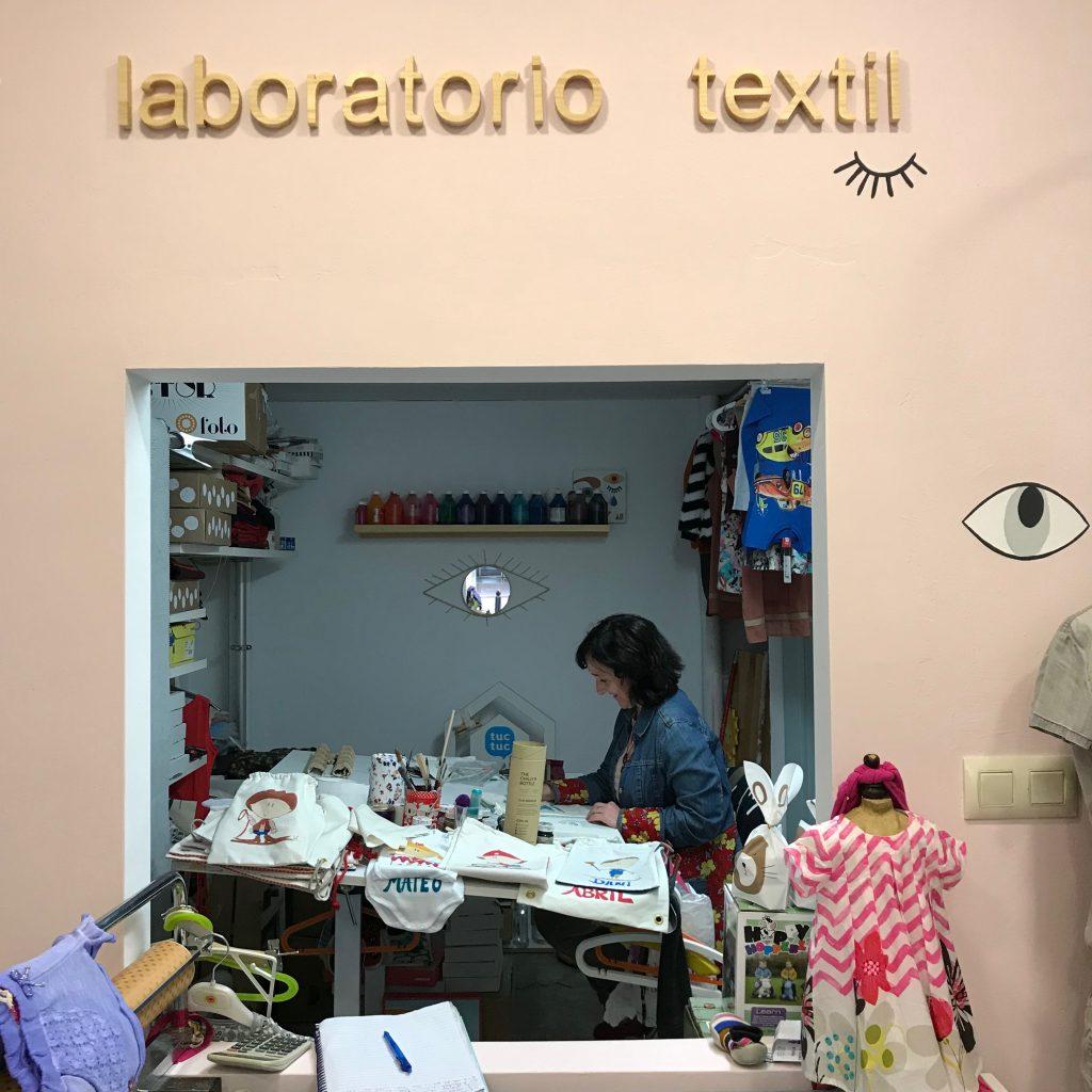Laboratorio textil de Los Mundos de Sonia