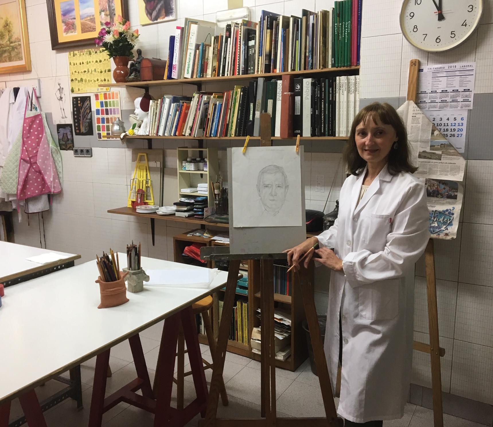 María Pilar Palá, en la Academia de Pintura Artes 82