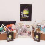 2 cestas repletas de regalos para la Noche de las Tiendas Creativas Universidad