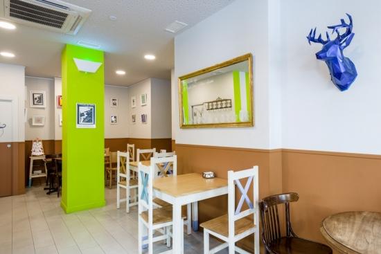 Además obrador, Patipatú es cafetería