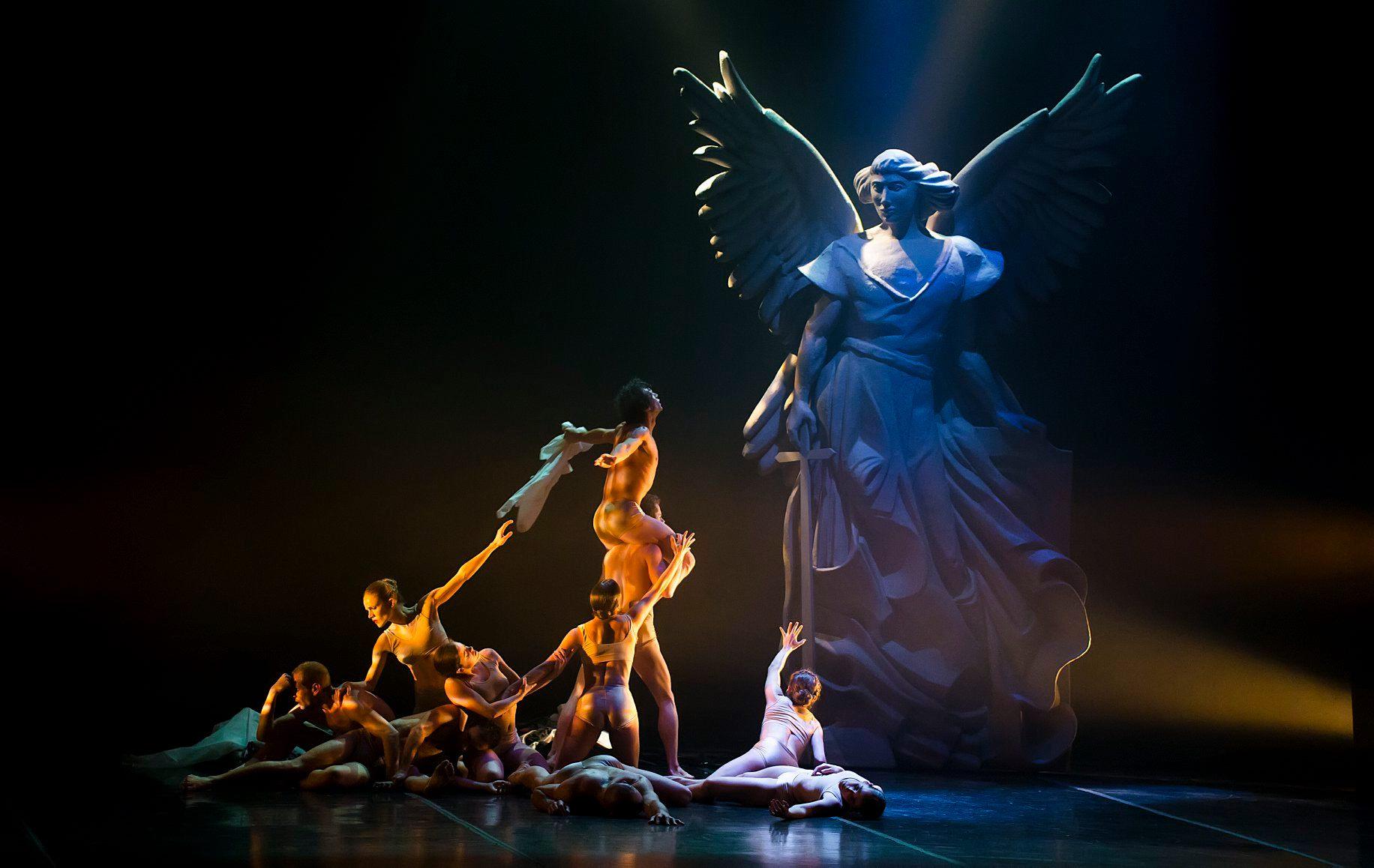 Lamov emite ballet por youtube