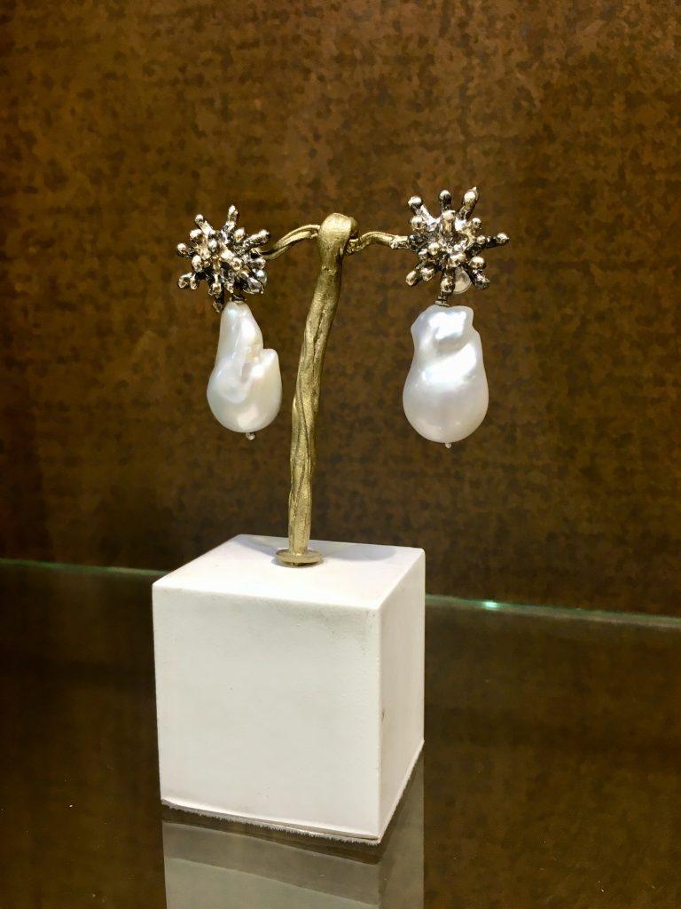 Pendientes coral de plata y perla de Joyeria Yolanda Dominguez   Regalos de navidad para madres sibaritas Made in Zaragoza